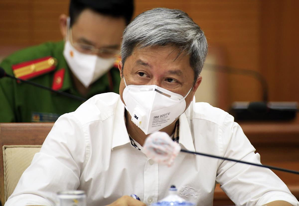 Thứ trưởng Y tế Nguyễn Trường Sơn tại cuộc họp chiều nay. Ảnh: Hữu Công.