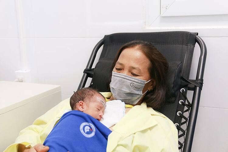 Hai mẹ con sau sinh. Ảnh: Bệnh viện cung cấp