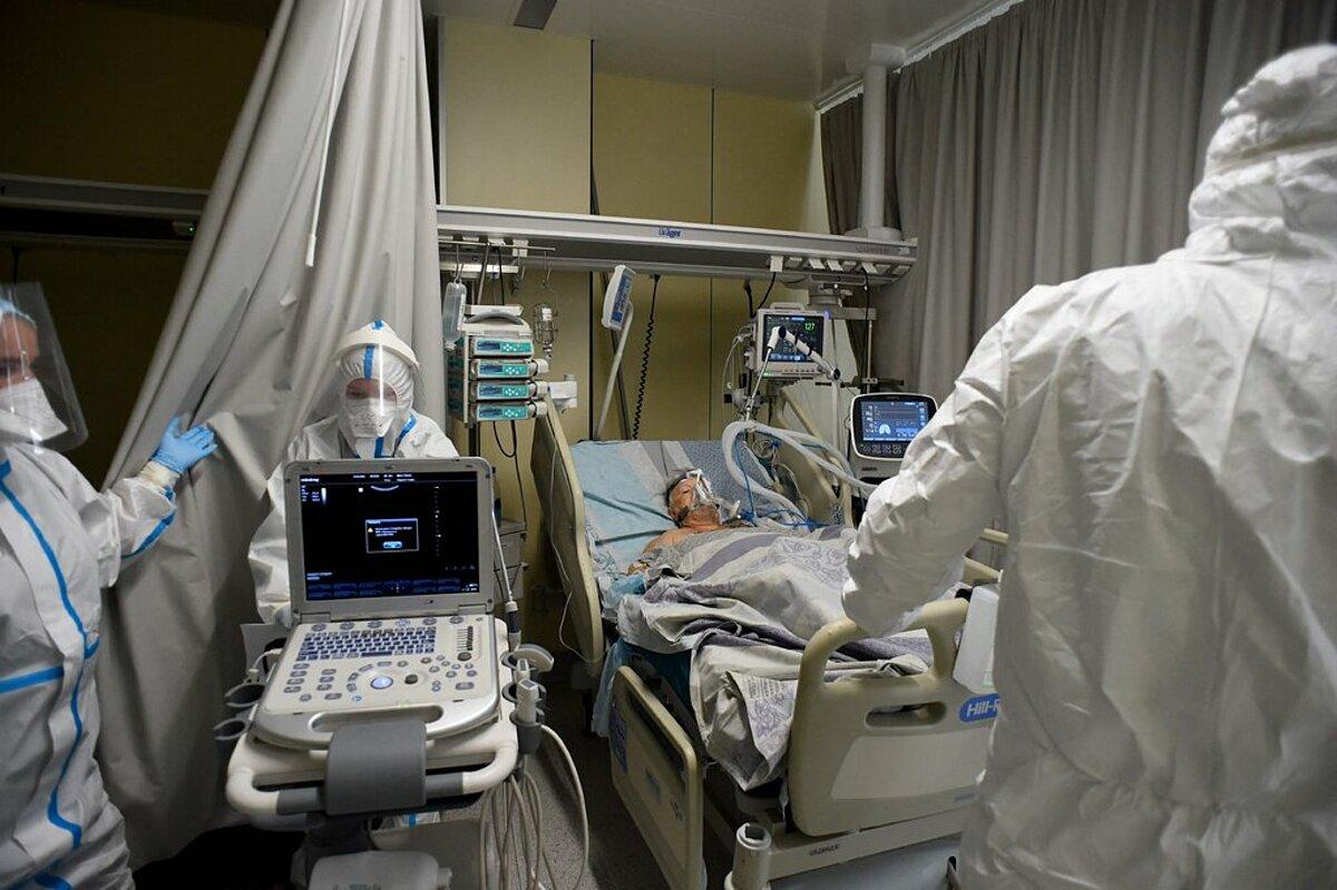 Một bệnh nhân Covid-19 tại bệnh viện St.Petersburg, Nga, ngày 14/7. Ảnh: AFP
