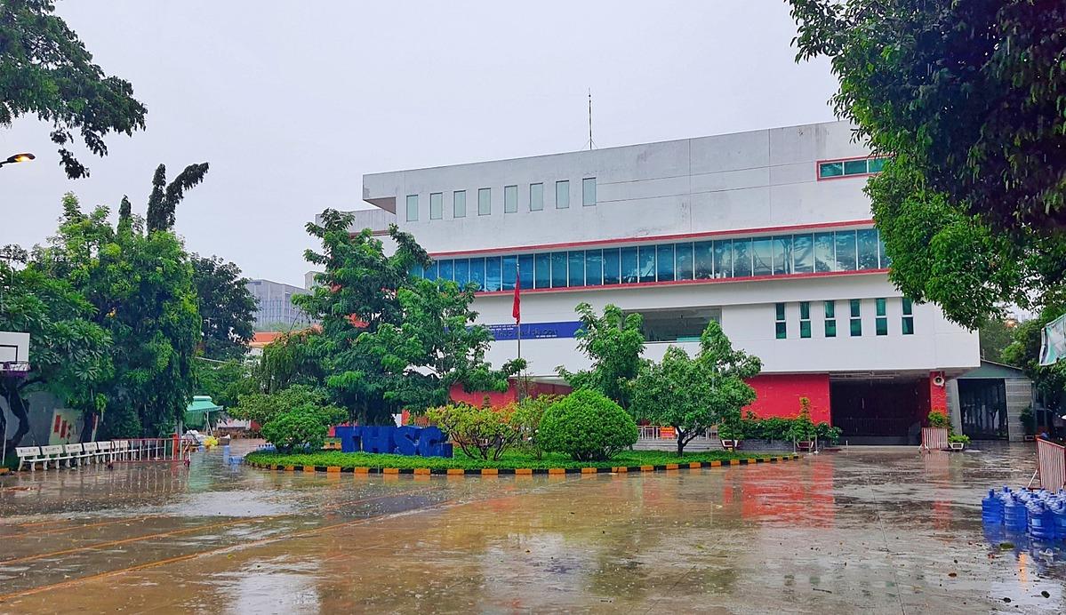 Khu cách ly tập trung F1 tại Trường Trung học Sư phạm thực hành Sài Gòn thành Khu cách ly tập trung dung, chăm sóc điều trị các ca nhiễm SARS-CoV-2 không có triệu chứng trên địa bàn Quận 5.