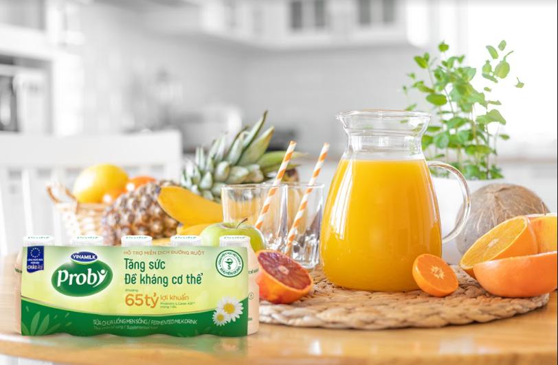 Sữa chua uống men sống Vinamilk Probi là một trong những thực phẩm bổ sung hàng tỷ lợi khuẩn L.Casei 431TM từ Châu Âu, giúp tăng đề kháng hiệu quả. Ảnh: Vinamilk