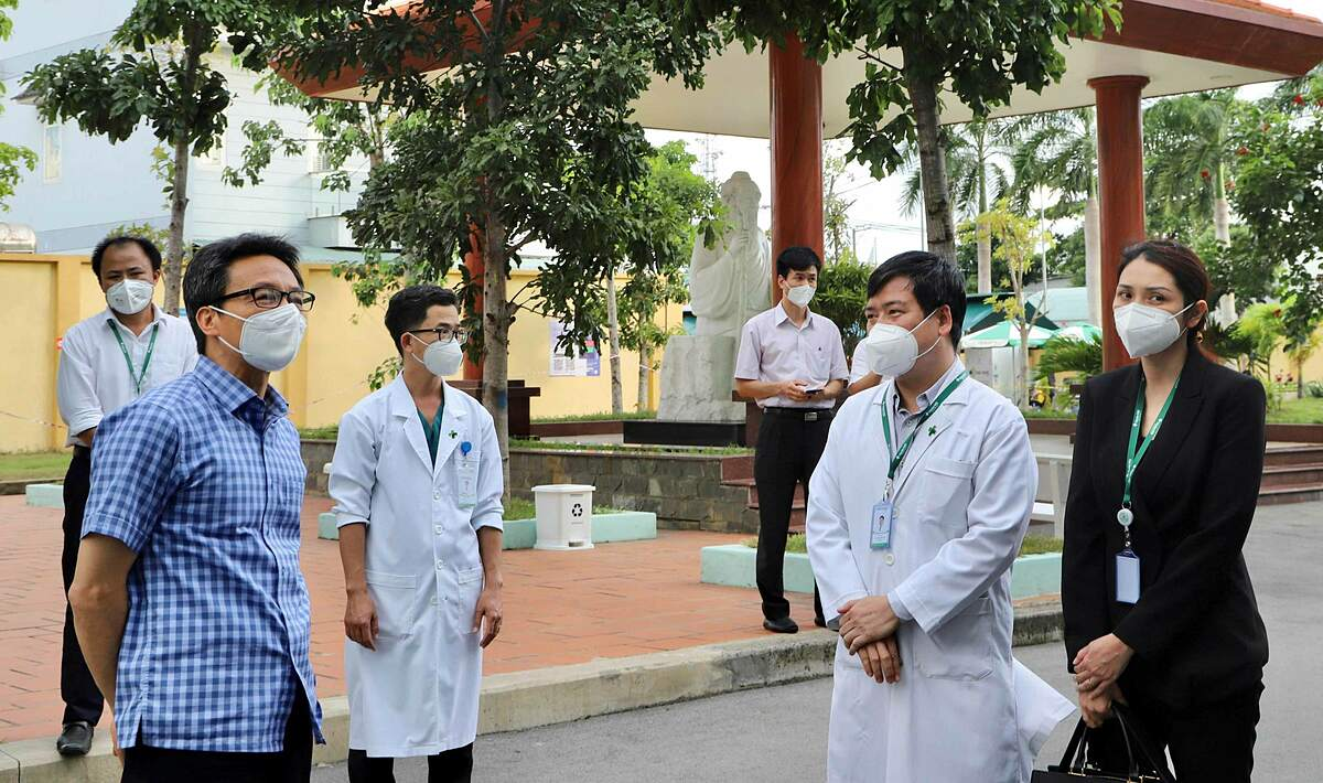 Phó Thủ Tướng Chính phủ Vũ Đức Đam, trưởng ban Chỉ Đạo Quốc Gia về công tác phòng chống dịch COVID-19 đã có buổi làm việc với Bệnh Viện Đa Khoa Quốc Tế Hoàn Mỹ Thủ Đức nhằm chỉ đạo và hướng dẫn bệnh viện trong công tác chuyển đổi công năng thành Trung tâm Điều trị COVID-19