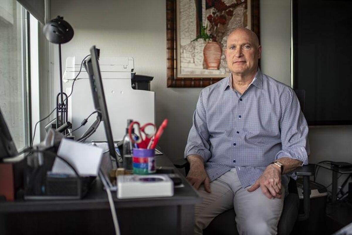 Ông Bob Bellin, sinh sống tại Austin, Texas, nhiễm nCoV tháng 12/2020. Ảnh: WSJ