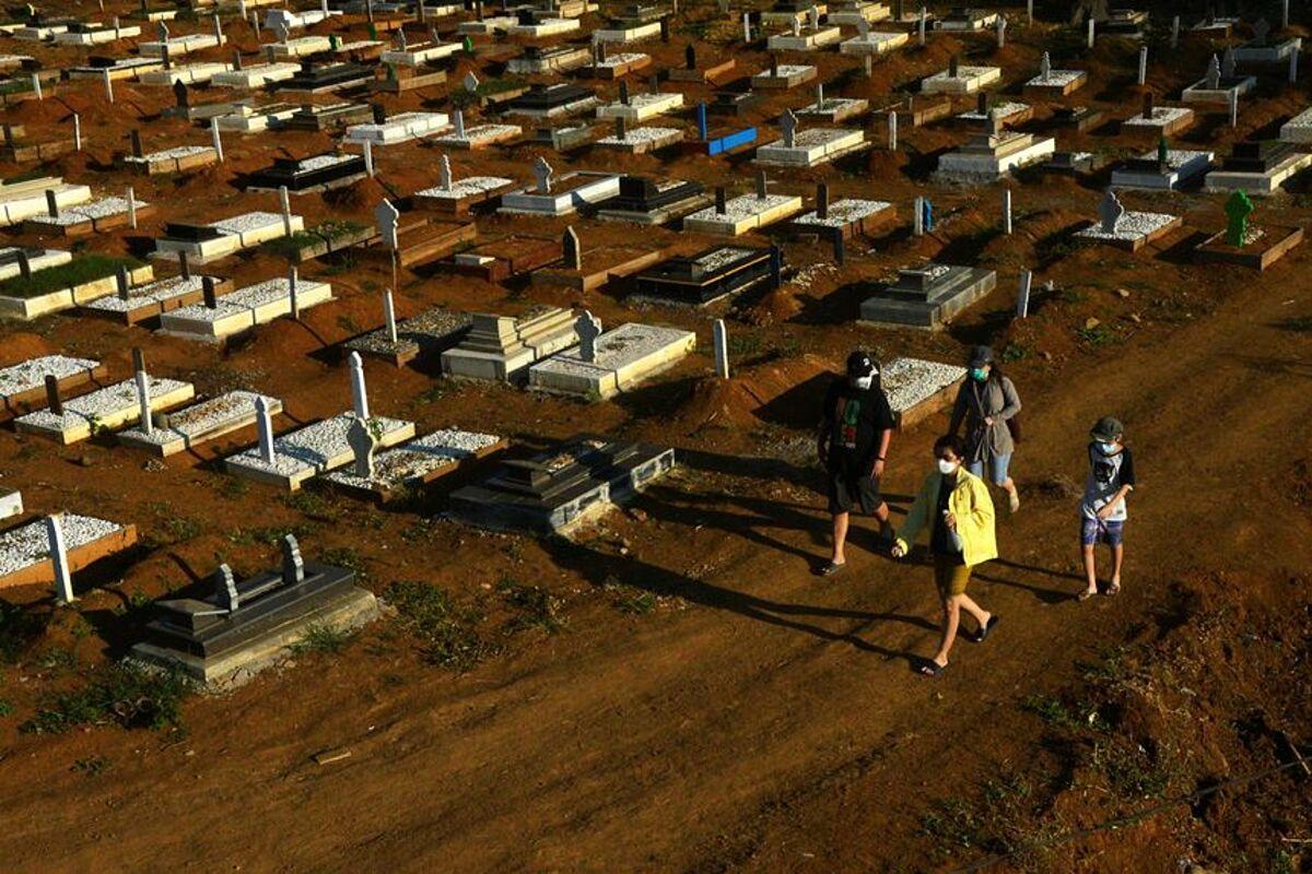 Một nghĩa trang cho người nhiễm nCoV ở Nam Sulawesi, Indonesia, ngày 27/7. Ảnh: Reuters