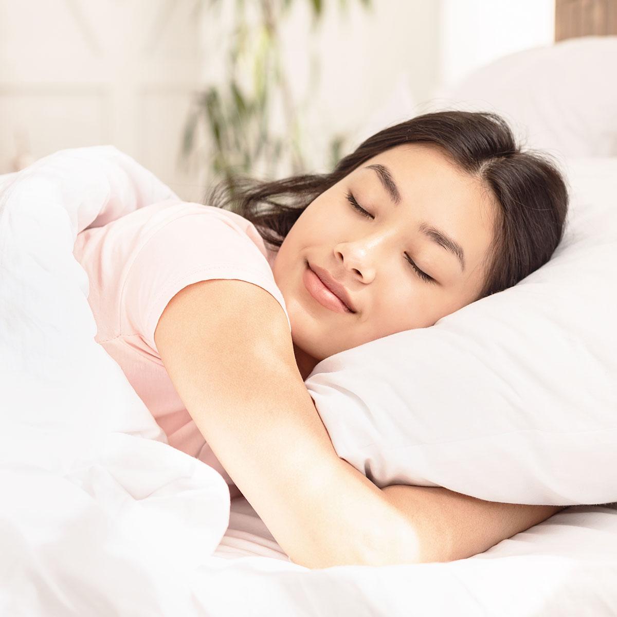 Ngủ ngon mỗi đêm bạn sẽ thấy cơ thể được phục hồi, khỏe khoắn. Ảnh: Shutterstock.