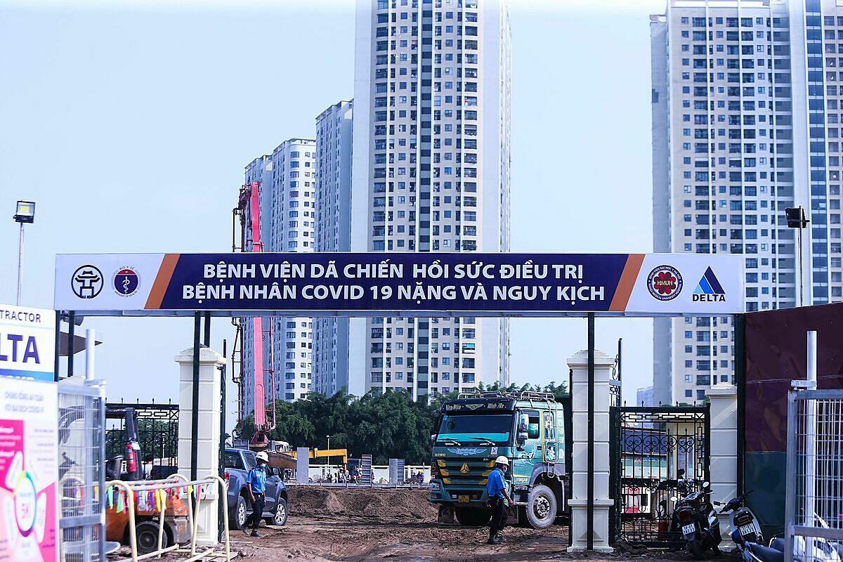 Bệnh viện dã chiến được xây dựng tại ngõ 587 Tam Trinh (quận Hoàng Mai, Hà Nội) để tiếp nhận và điều trị bệnh nhân nặng Covid-19 nặng. Ảnh: Thanh Huyền