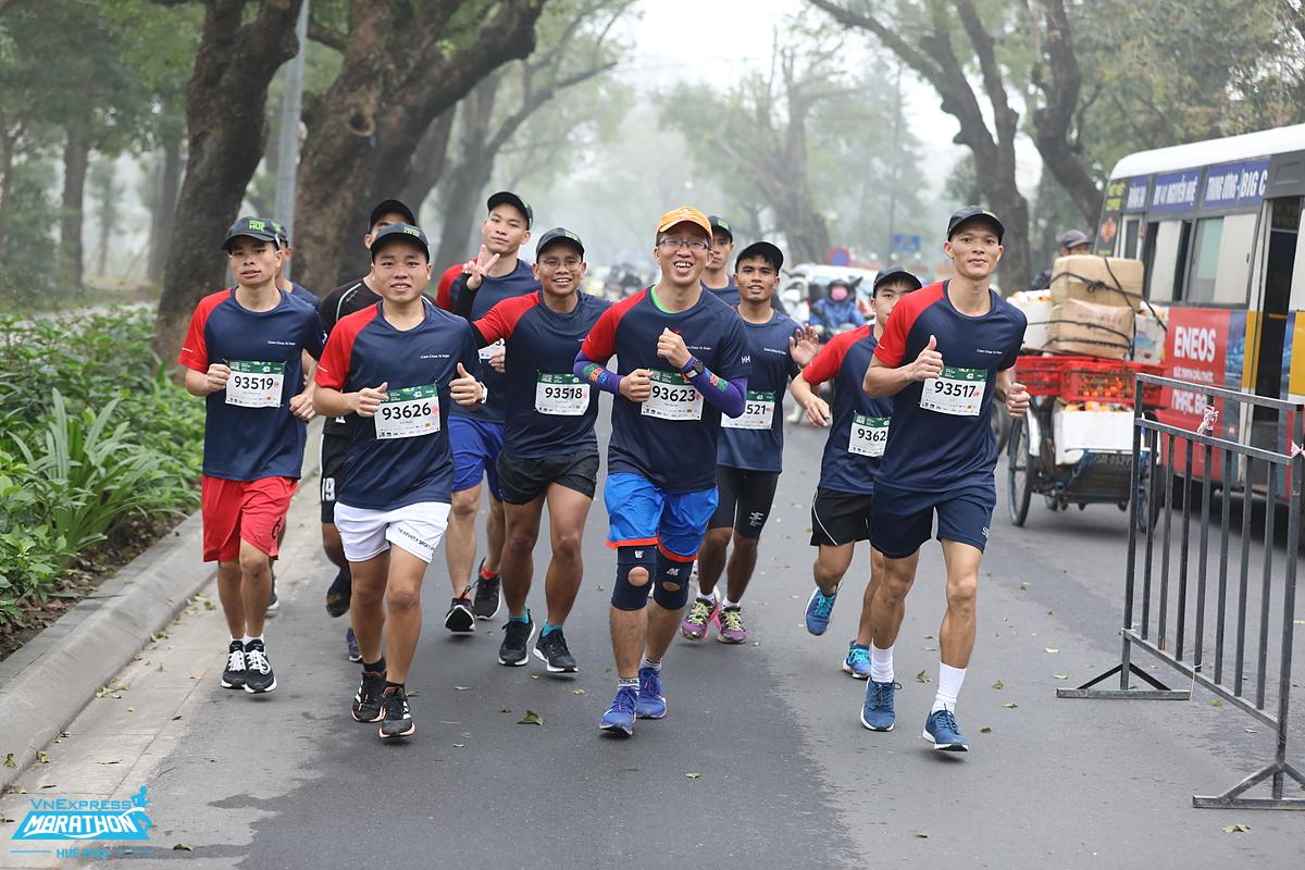 Các vận động viên tham dự giải VM Huế 2020. Ảnh: VnExpress Marathon.