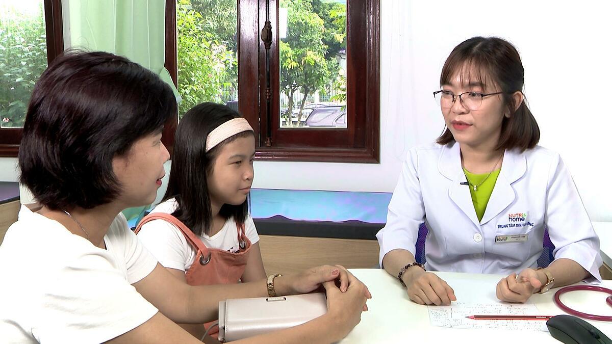 Mẹ con chị Ngọc nhận nhiều kiến thức bổ ích trong tại Nutrihome.