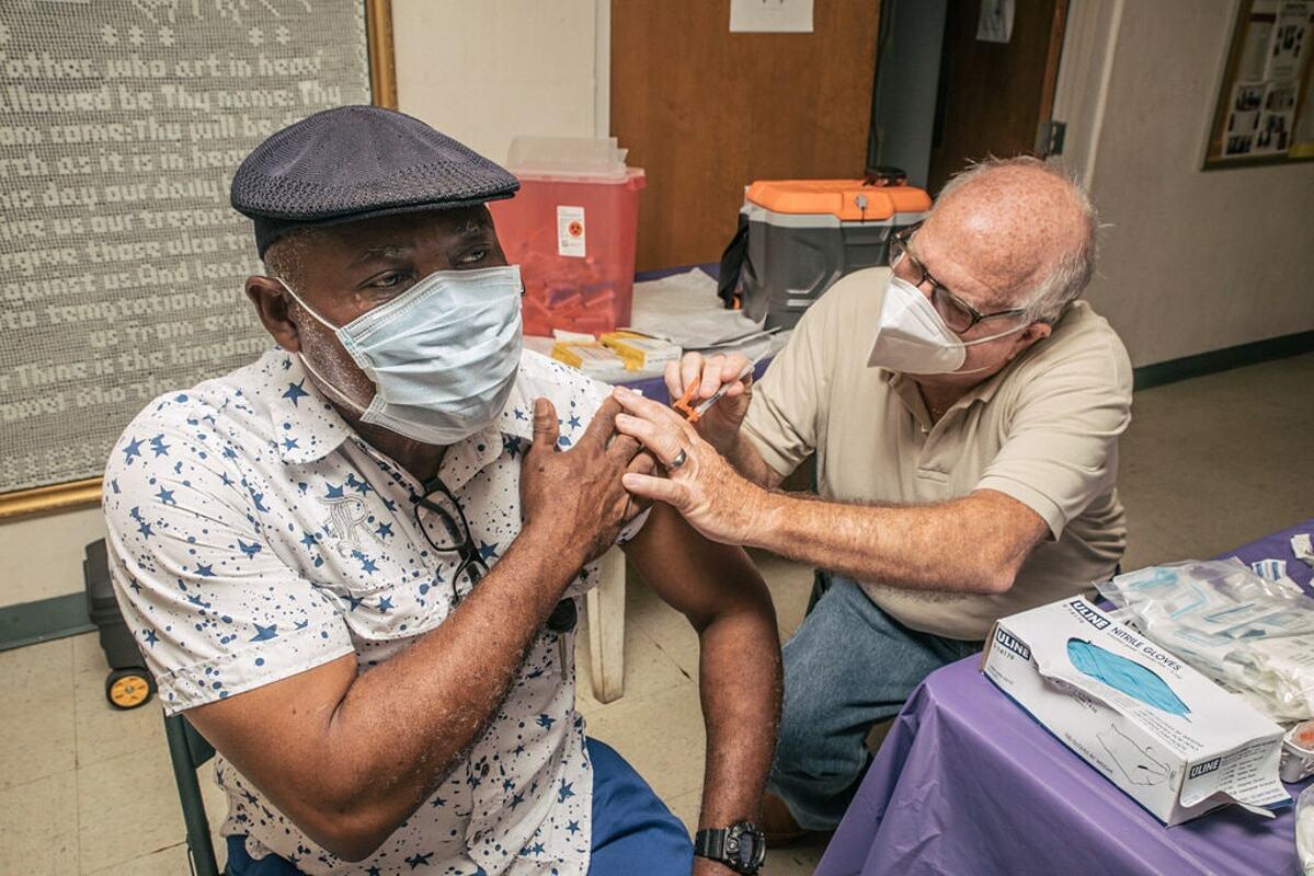 Người dân bang Georgia được tiêm vaccine Covid-19, tháng 7/2021. Ảnh: NY Times