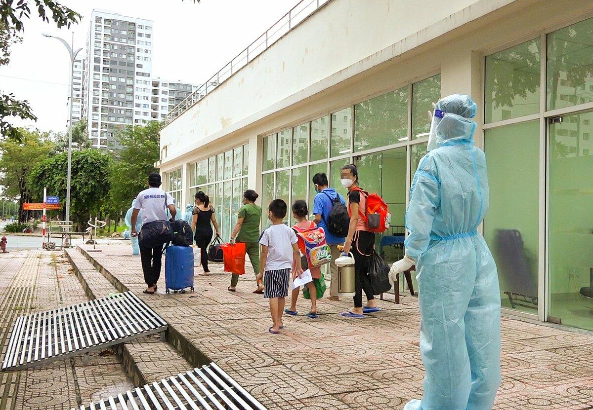 Những người khỏi bệnh, xuất viện tại bệnh viện dã số 12 ở TP HCM. Ảnh do bệnh viện cung cấp.