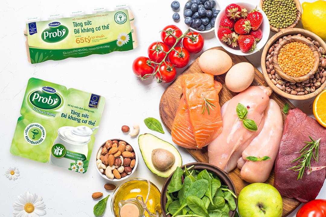 Caption: Thói quen bổ sung đầy đủ các chất dinh dưỡng, đặc biệt là thực phẩm có chứa lợi khuẩn Probiotic giúp tăng đề kháng, bảo vệ sức khỏe. Ảnh: Vinamilk