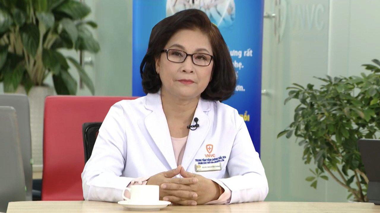 BS.CKI Bạch Thị Chính, Giám đốc Y khoa Hệ thống Trung tâm tiêm chủng VNVC, trong một chương trình tư vấn tiêm vaccine phòng Covid-19 cho cộng đồng. Ảnh: VNVC