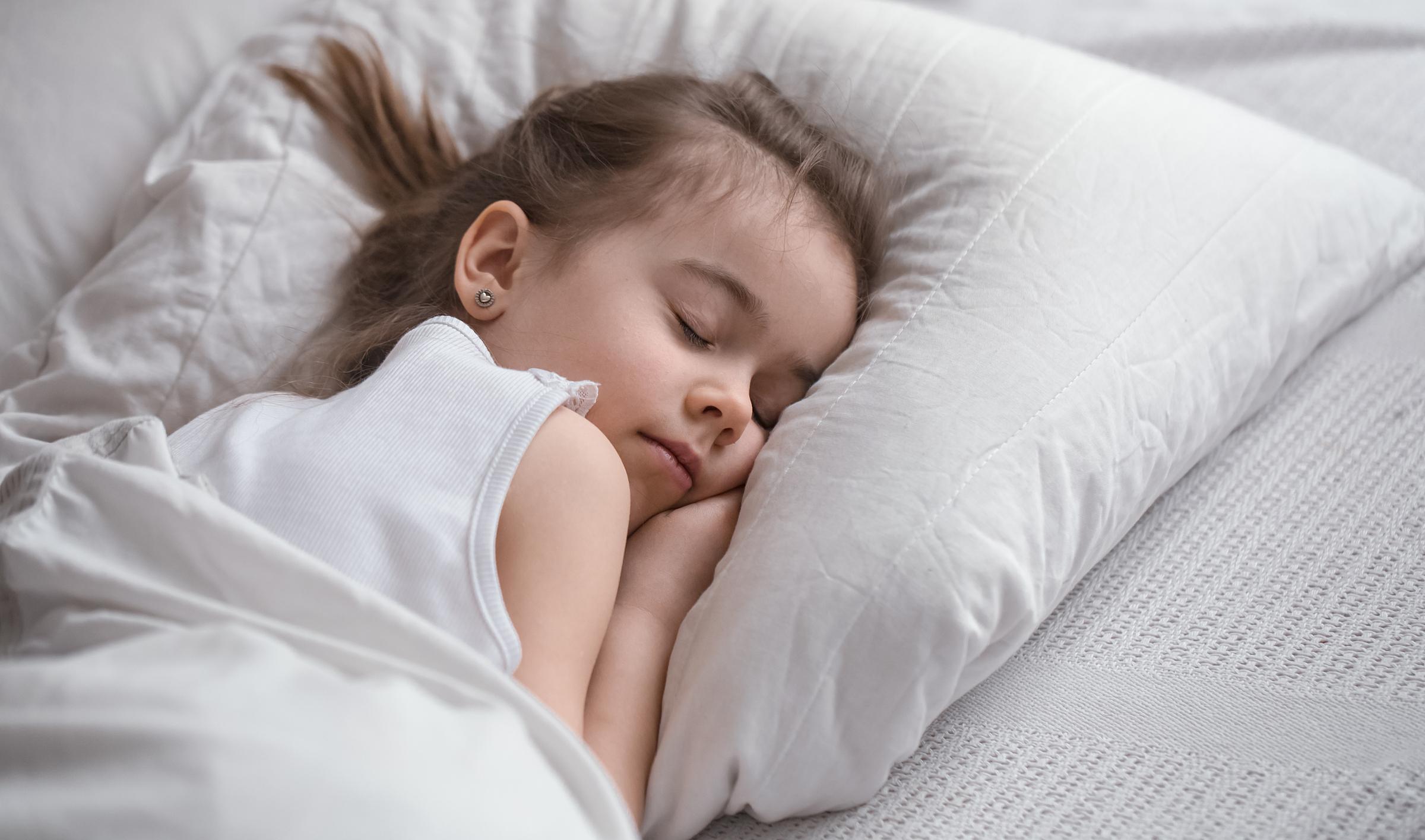 Tình trạng khó ngủ ở trẻ có thể do thừa hoặc thiếu vitamin D. Ảnh minh họa: Freepik