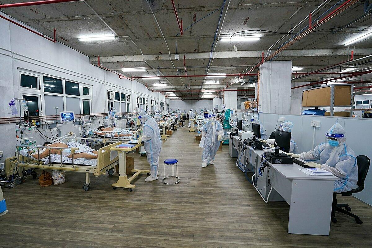 Một khu hồi sức cấp cứu cho F0 nặng và nguy kịch tại Trung tâm Hồi sức tích cực Covid-19.Ảnh: Bệnh viện cung cấp