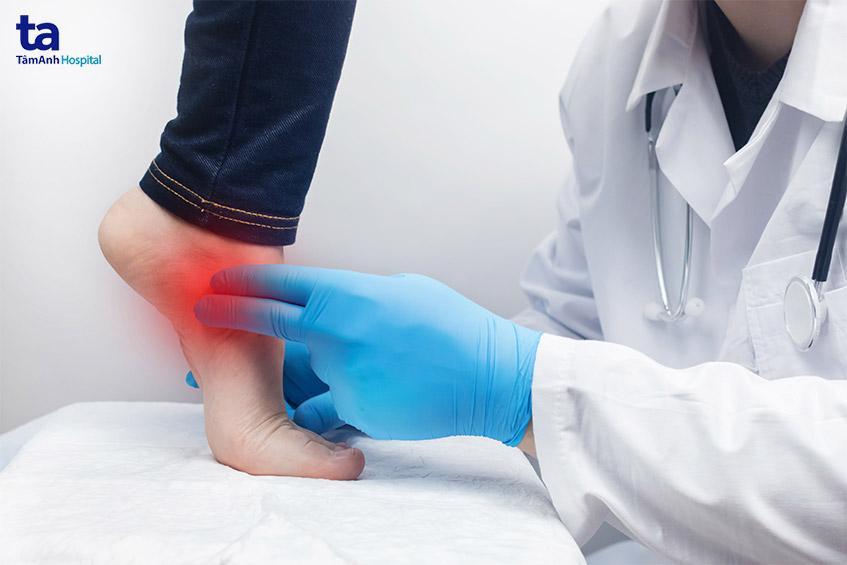 Bệnh nhân tiểu đường nên đến bệnh viện kiểm tra sức khỏe và chân định kỳ 2-3 tháng/lần nhằm phòng ngừa biến chứng bàn chân.