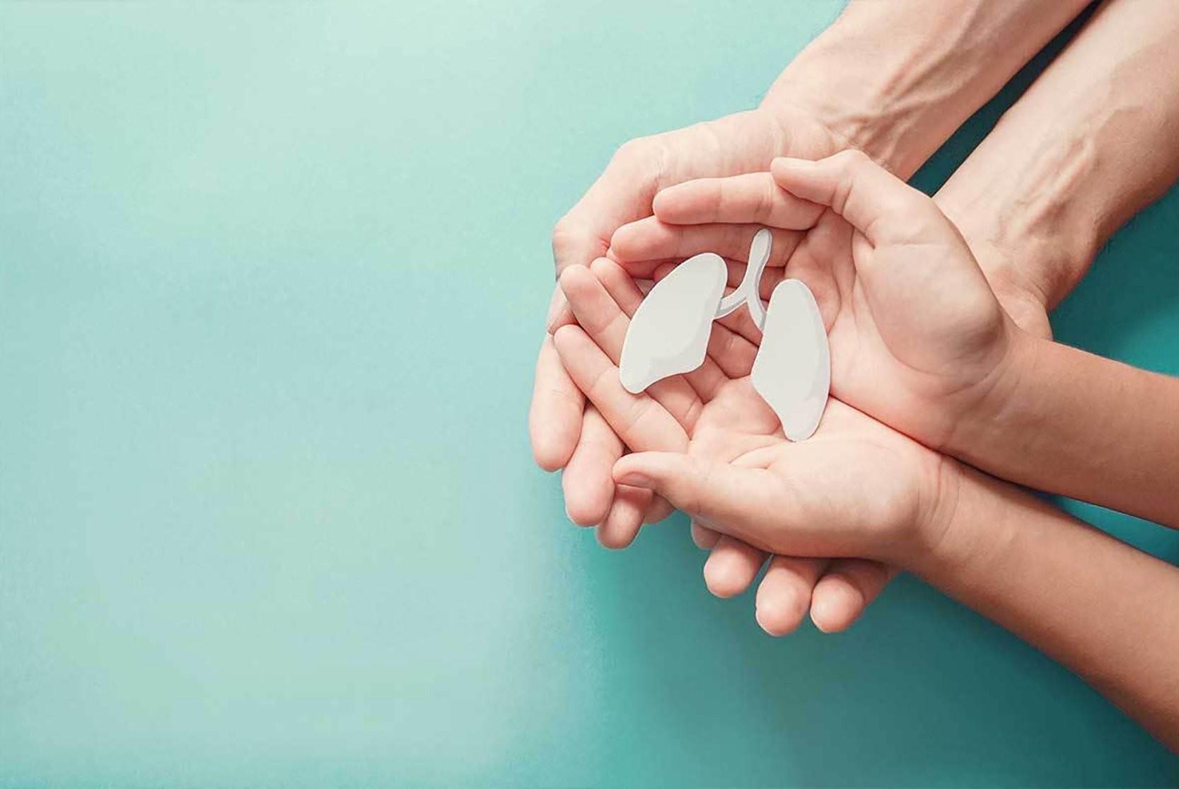 Chăm sóc đúng cách giúp cải thiện tình trạng bệnh cho người mắc COPD. Ảnh: Shutterstock.