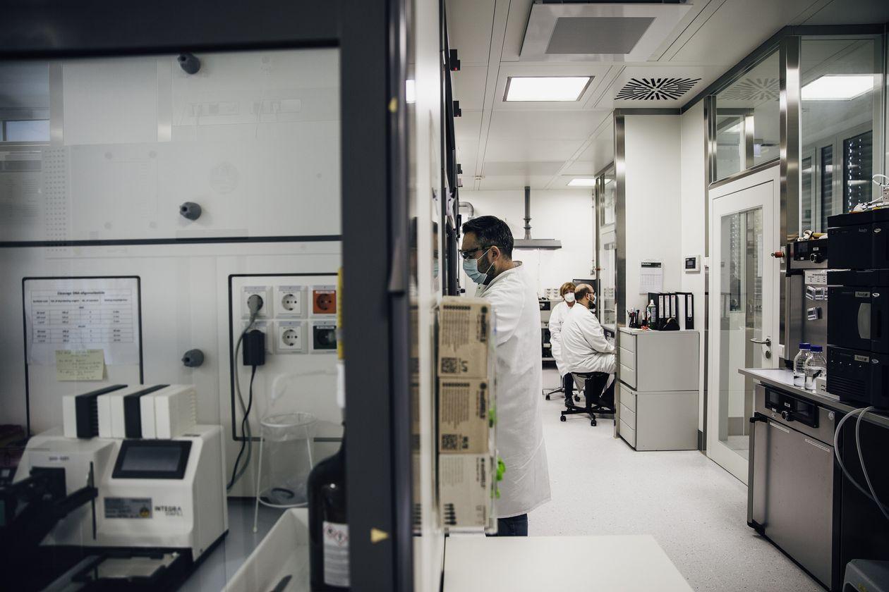 Một phòng thí nghiệm của BioNTech ở Mainz, Đức. Ảnh: Wall Street Journal.