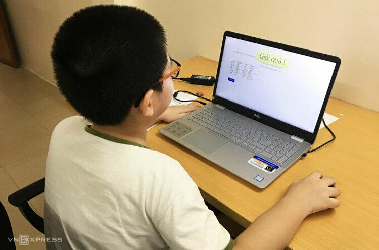 Học sinh Hà Nội trong một tiết học online đợt đầu tháng 9. Ảnh:H.K