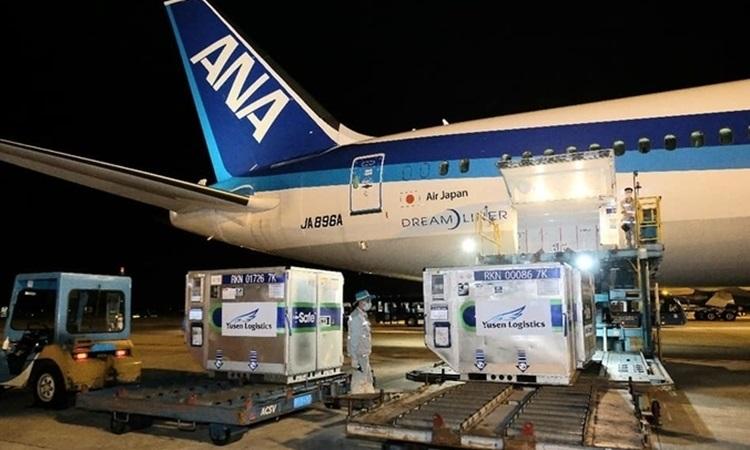 Lô vaccine Nhật Bản tặng Việt Nam về sân bay Nội Bài hồi tháng 6. Ảnh:Trần Minh