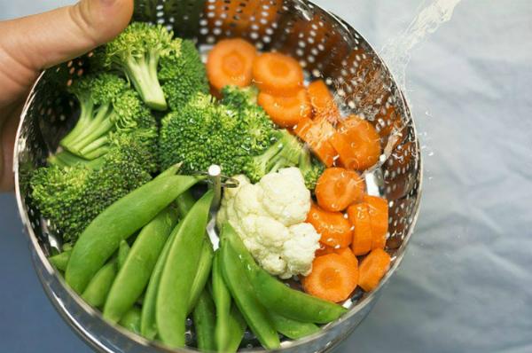 Bữa ăn dặm đủ dinh dưỡng cần có bột đường, chất béo, chất đạm, vitamin, chất xơ. Ảnh: Shutterstock