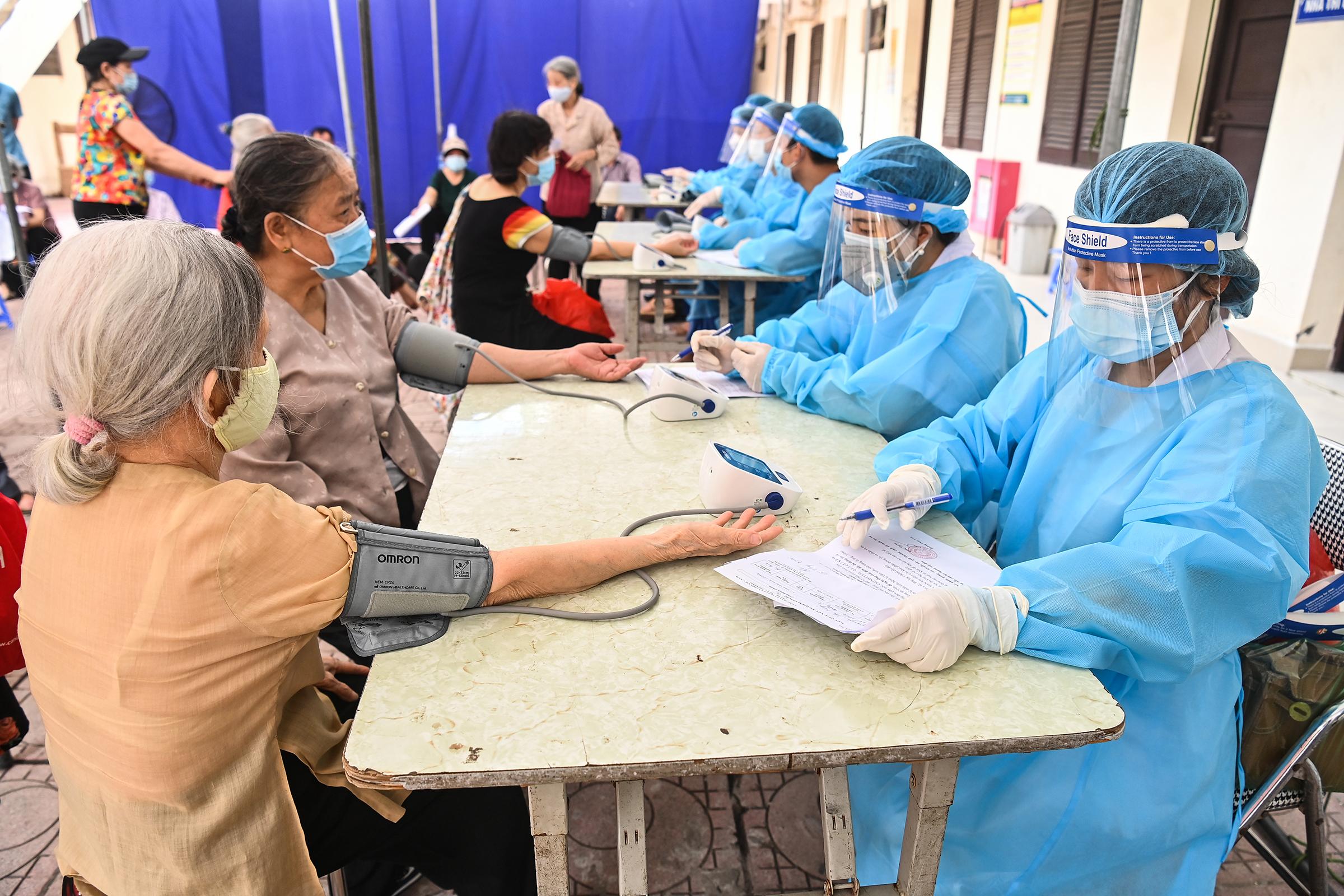 Tiêm vaccine Covid-19 ở Hà Nội. Ảnh: Giang Huy