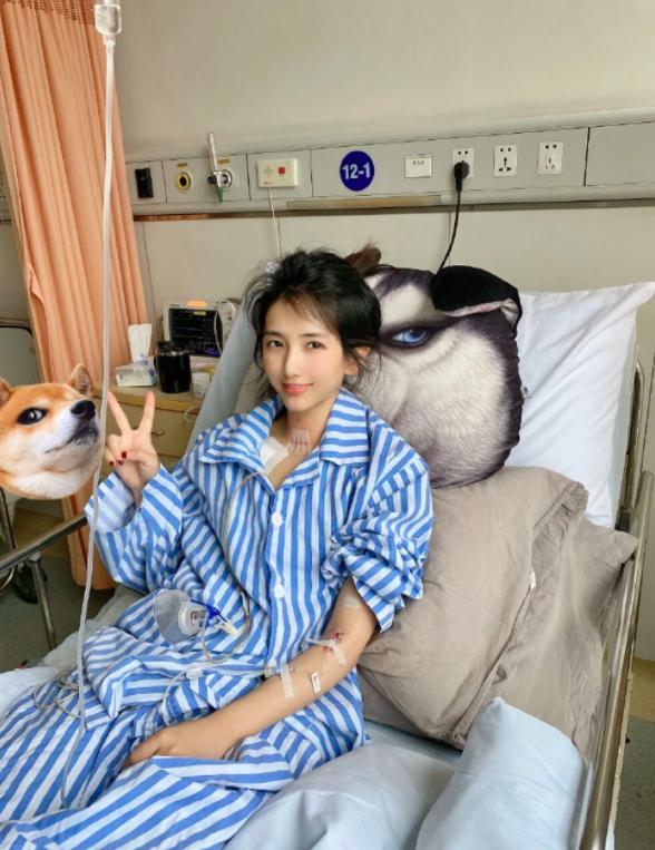 Zhang Jijing, đến từ Hàng Châu, chụp ảnh tại bệnh viện. Ảnh: Zhang Jijing