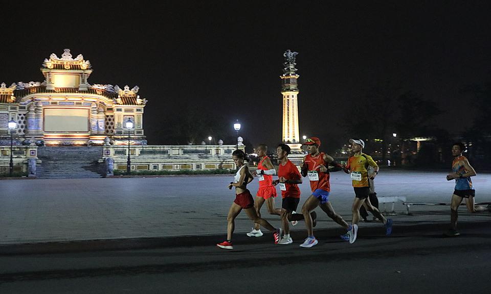 Người dân Huế tham gia giải chạy VnExpress Marathon 2020. Ảnh: VnExpress Marathon.