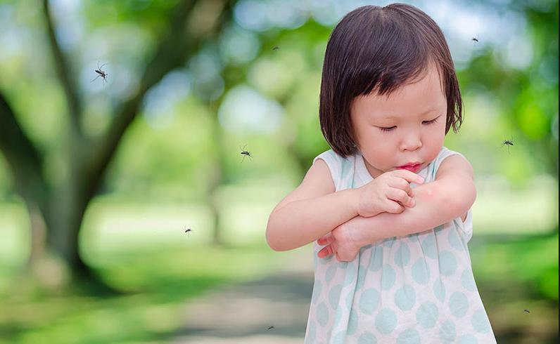 Trẻ em là đối tượng dễ mắc các bệnh truyền nhiễm mùa thu đông. Ảnh: Shutterstock.