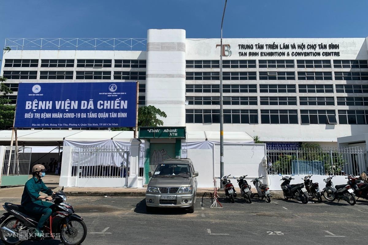 Bệnh viện dã chiến quận Tân Bình được thiết lập tại Trung tâm triển lãm và hội chợ Tân Bình. Ảnh: Quỳnh Trần.