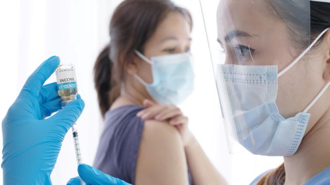 Việc tiêm trễ mũi 2 không ảnh hưởng đến hiệu quả miễn dịch sau khi tiêm đủ liều. Ảnh: Shutterstock