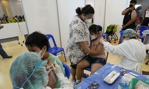 Vaccine Covid-19 nào đang tiêm và thử nghiệm cho trẻ em