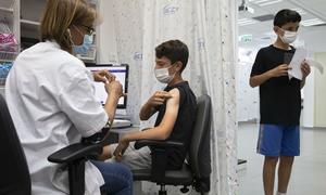 Vaccine Pfizer hiệu quả 93% ngăn nhập viện người 12-18 tuổi
